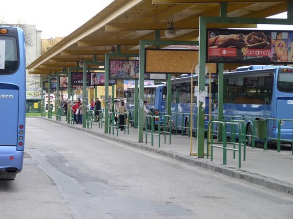 a5d771973 Každodenný dopravný ruch na autobusovej stanici Žilina.